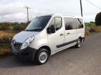No VAT Renault Master SL28 ULEZ Compliant 9 Seat Wheelchair Accessible Minibus with Air Conditioning Rear Parking Sensors and Onboard Lift